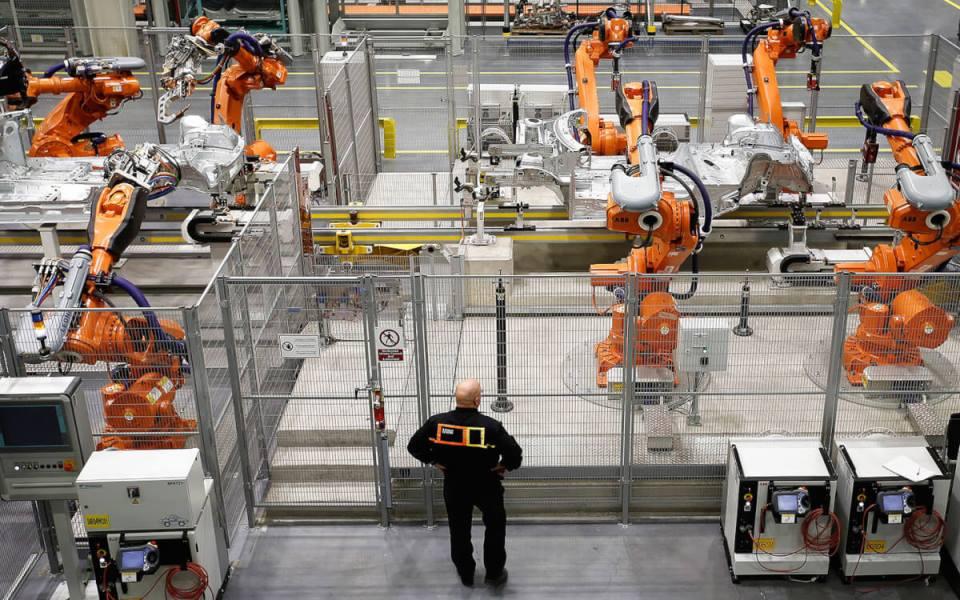 Автоматизация труда: вспомогательная и замещающая
